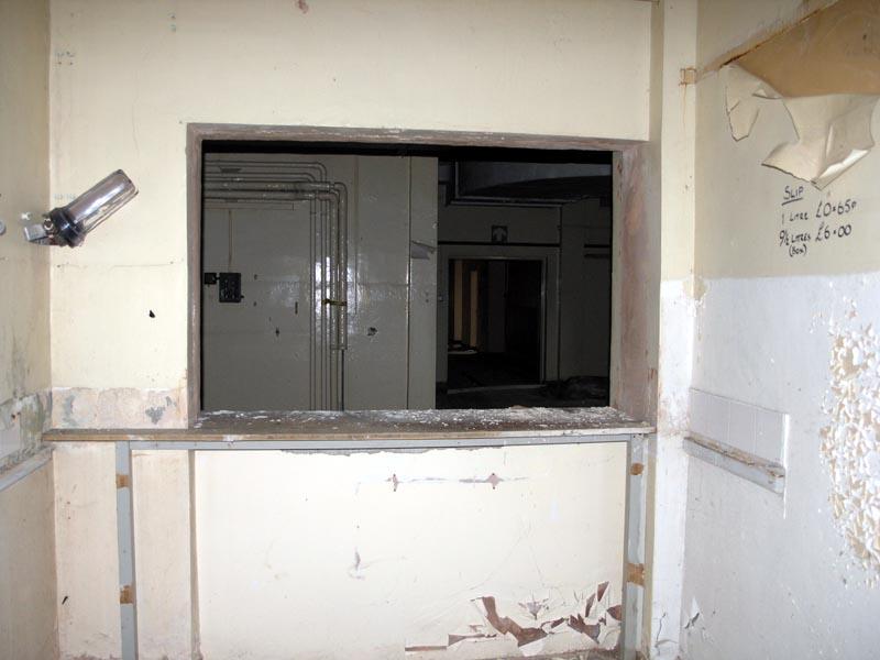 Serving Hatch Doors Amp Serving Hatch Between Kitchen And